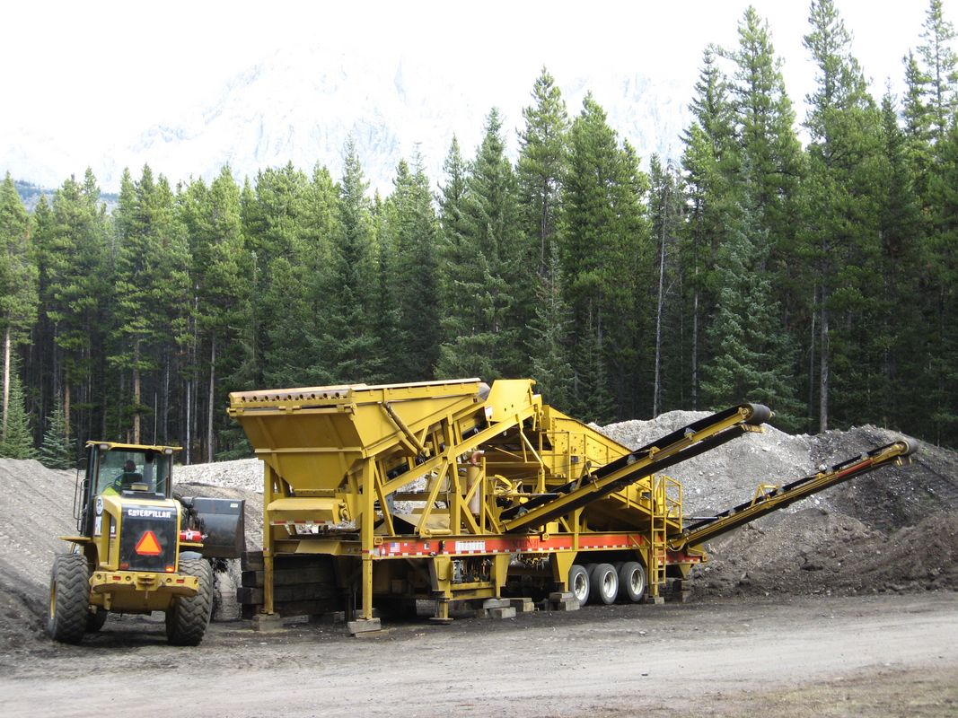 CEC 616 TRIPLE DECK SCREENER - Groundworx Co  Leduc, AB